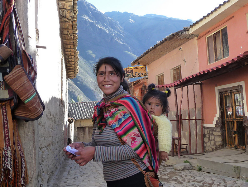 Mama and child in Ollantaytambo.  I love the little horn-shaped pig tails.