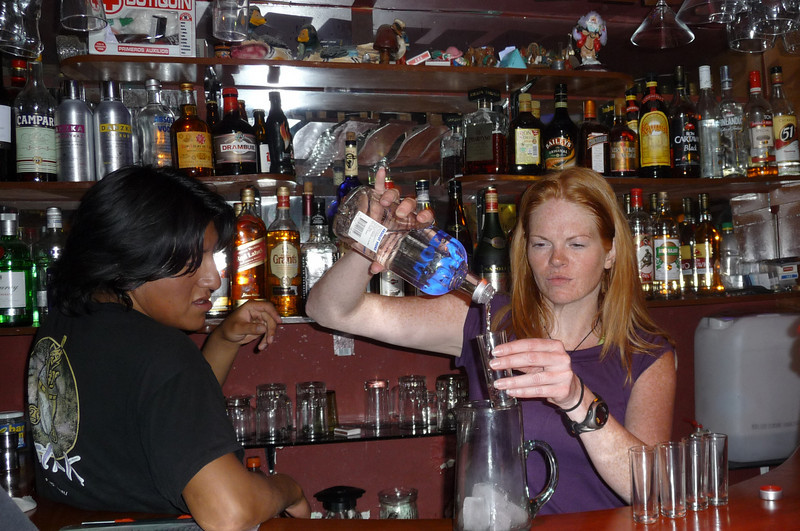 Back in the port town of Puno, Lora takes her bar-tending seriously!