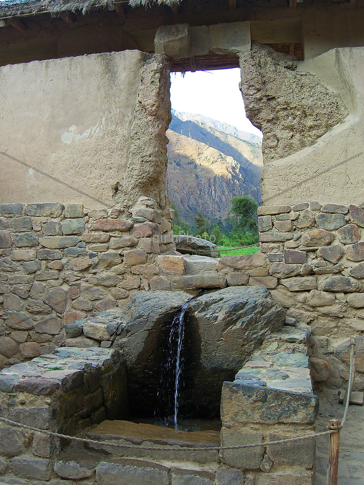 This is the fountain at the Ollantaytambo ruins.  Our guide told us the water from the fountain was said to bring fertility to women who bathed in it.  Other people say it was a fountain for royalty.