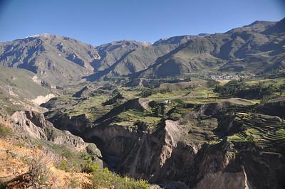 Колкинский каньон  является каньоном реки Колка. Он преподносится как «самый глубокий каньон в мире» с глубиной 4160 метров. По всей долине расположены руины доиспанских поселений, а также находится крепость Чимпа, построенная еще до инков, где можно увидеть висящие гробницы.