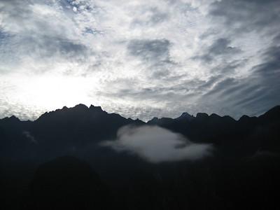 """Мачу-Пикчу. Священный город перед восходом. 21 июня 2010. Это то облако, что было """"птицей""""/Machu Picchu. The holy city before sunrise. June 21, 2010. This is a cloud that was the """"bird"""""""