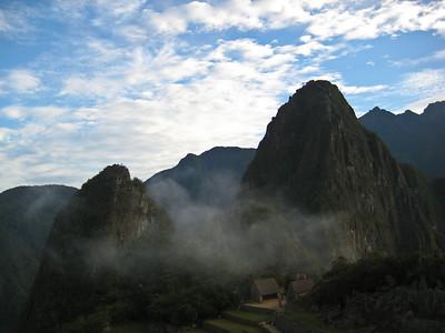Мачу-Пикчу. Священный город перед восходом. 21 июня 2010.  Еще один взгляд назад здесь воздух был прозрачен..Продолжая наблюдать.../Machu Picchu. The holy city before sunrise. June 21, 2010. Another look back here the air was transparent .Continuing to watch ..
