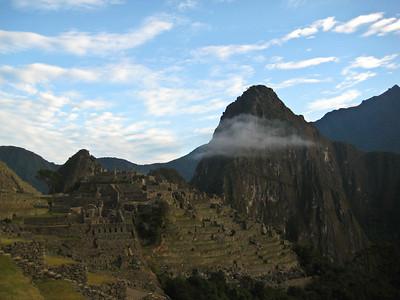 Мачу-Пикчу. Священный город перед восходом 21 июня 2010/Machu Picchu. The holy city before sunrise. June 21, 2010