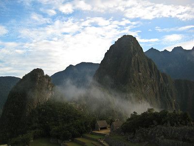 Мачу-Пикчу. Священный город перед восходом. 21 июня 2010.  Еще один взгляд назад здесь воздух был прозрачен../Machu Picchu. The holy city before sunrise. June 21, 2010. Another look back here the air was transparent .