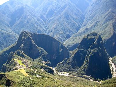 Мачу Пикчу, почти на вершине - вид на священный город, вершины Вайна Пикчу и Путукуси/Machu Picchu, almost on top ..view of the holy city, tops Yaina Picchu and Putukusi