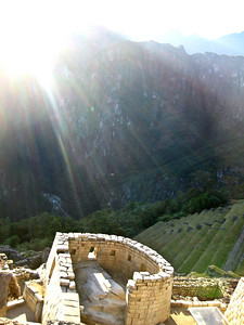Мачу-Пикчу. Солнце в день зимнего солнцестояния в Храме солнца. 21 июня 2010/Machu Picchu. The sun in the winter solstice at the Cathedral of the Sun. June 21, 2010