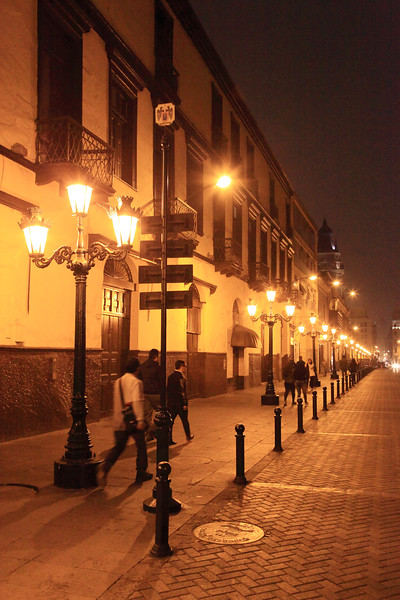 Sreet scene at night, Lima Per