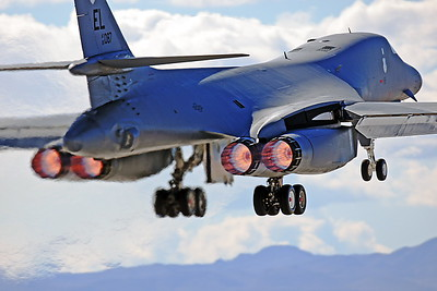 ABB1_00102_Rockwell_B-1B_Lancer_US_Air_Force_85807_EL_tail_c