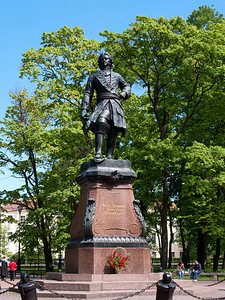 Petrovskii park. Monumentum to Petr I