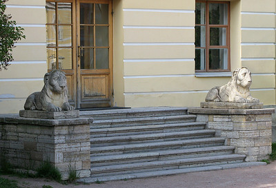 Two lions at a side door of Pavlovsk Palace