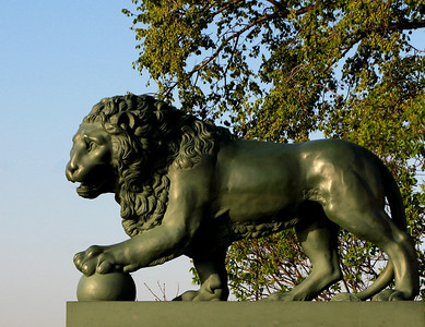 Lion on Admiralty embankment