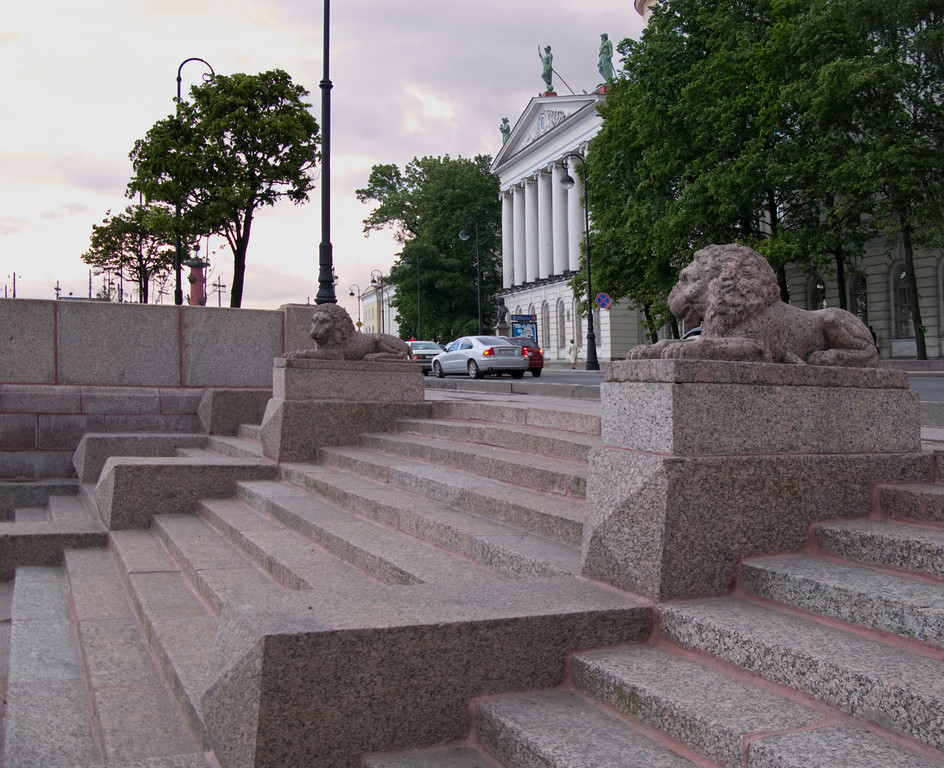 Lions on Makarov embankment, near Pushkin House