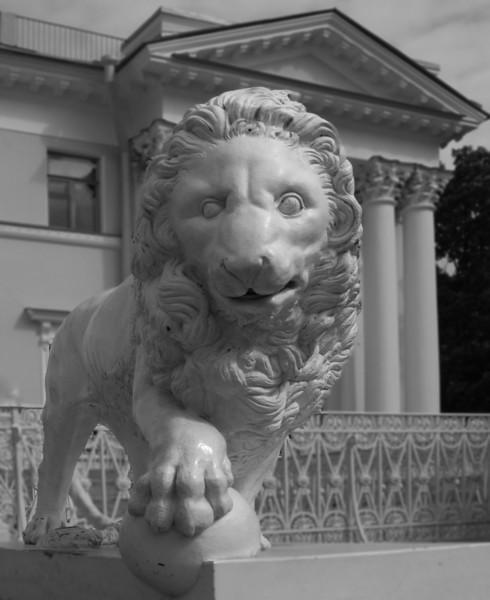 Elagin island,  Palace, Lion