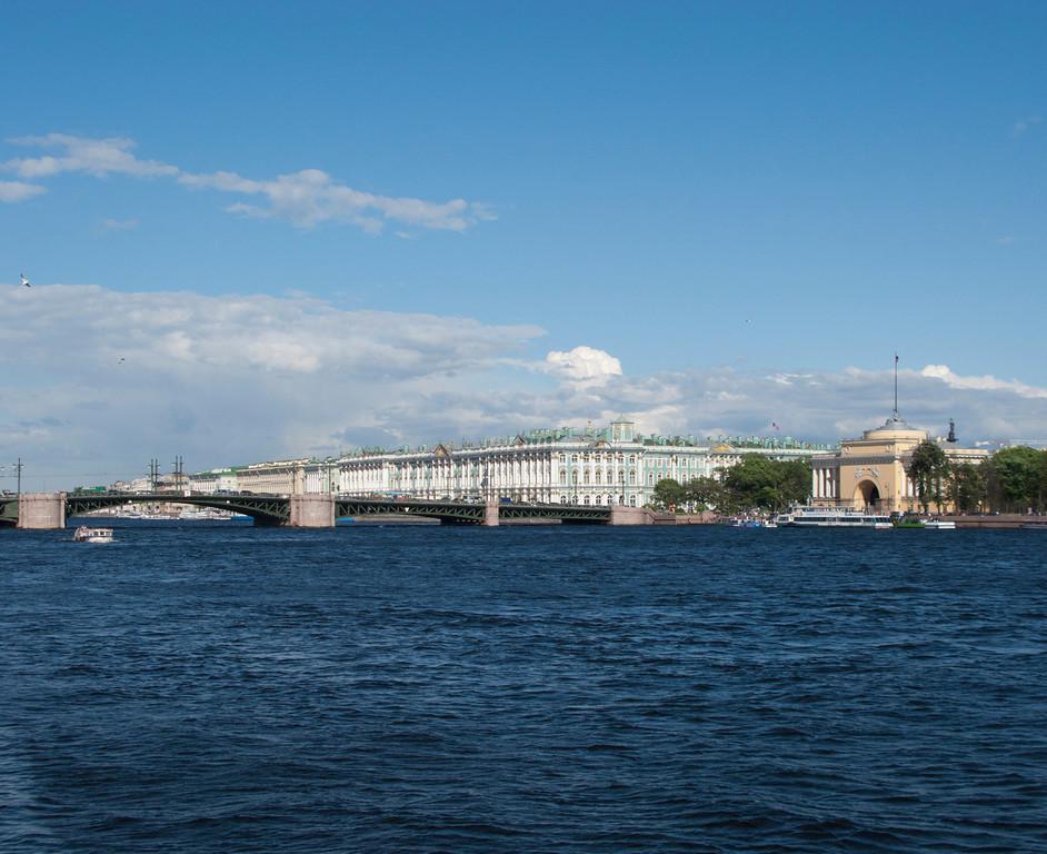 Neva embankment. The Palace bridge. The Hermitage Museum. Admiralty.