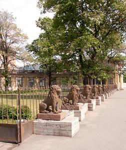 Leonine fence  ( former Kushelev-Bezborodko cottage )