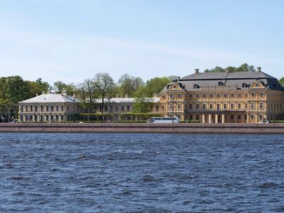 University quay.  Palace by Menshikov.