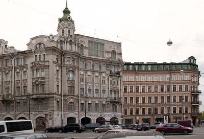 Kamennoostrovskiy prospect. Austric square.