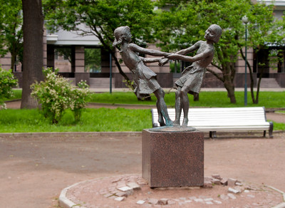 "Kamennoostrovsky avenue, sculpture group ""Dancing girls"" by Anikushin"