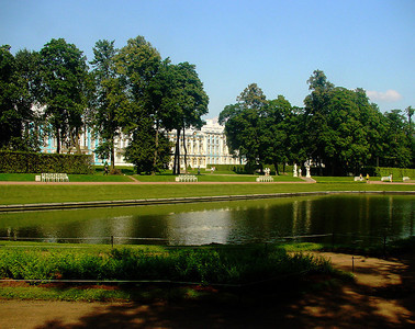 Pond near Ekaterina Palace