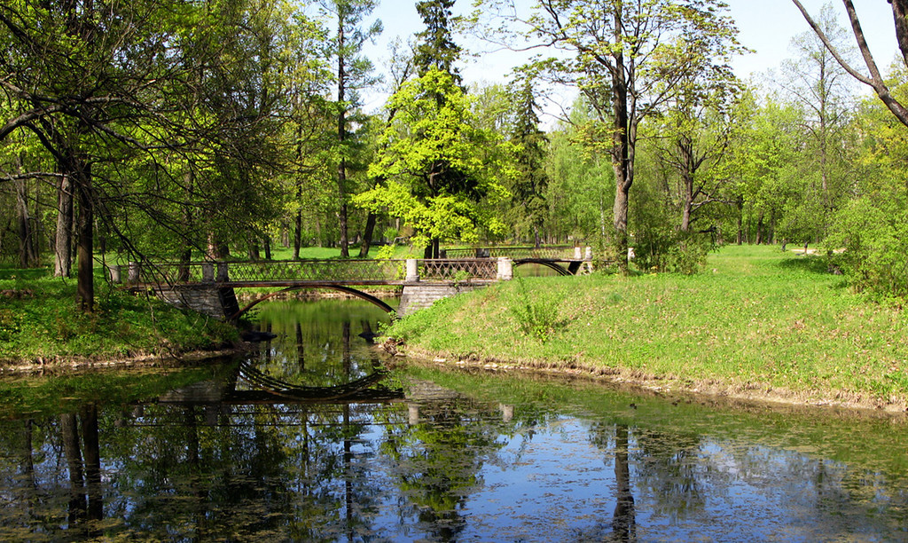Pond and old bridge in Alexander park