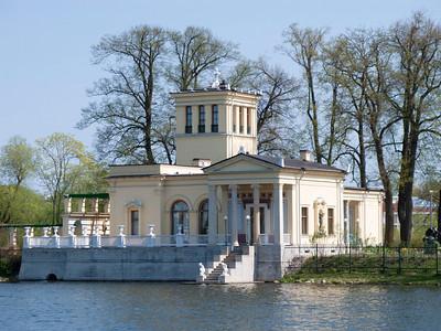 Colonist Park. Olgin pond. Tsarinin pavilion.