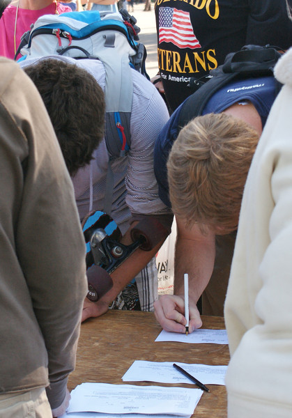 Registering voters on the University of Colorado Boulder campus. (10/1/08)