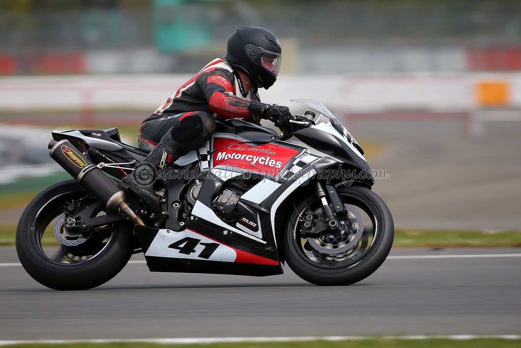 IMAGE: https://photos.smugmug.com/Petrol-Head/Motorcycles/BMCRC-Silverstone-30-04-17-TEST-SHOTS/i-5Jf4SZs/0/0558bb8f/XL/SS%2030-04-17%20%200046-XL.jpg