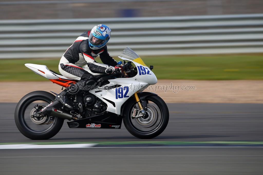 IMAGE: https://photos.smugmug.com/Petrol-Head/Motorcycles/BMCRC-Silverstone-30-04-17-TEST-SHOTS/i-6Jpk9nx/0/9891f988/XL/SS%2030-04-17%20%200011-XL.jpg