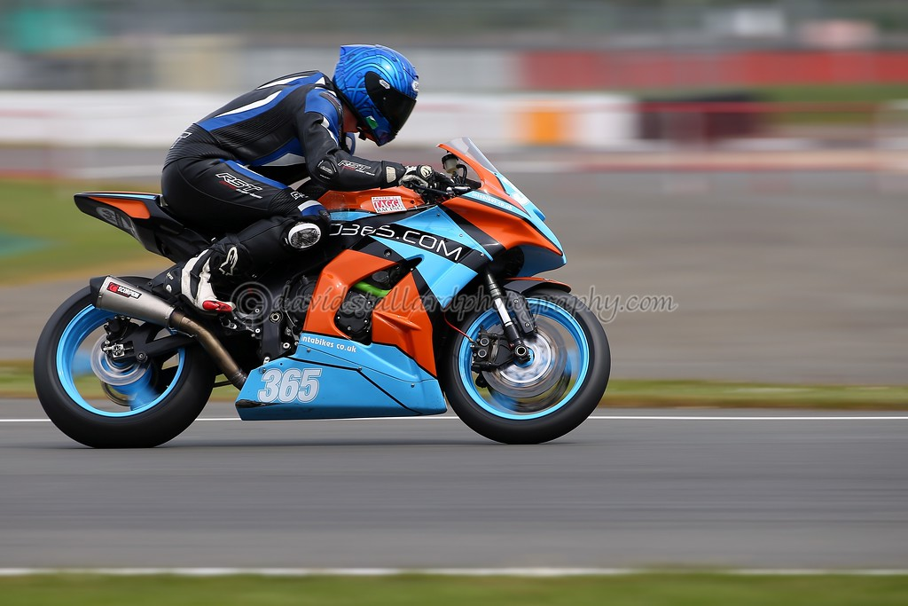 IMAGE: https://photos.smugmug.com/Petrol-Head/Motorcycles/BMCRC-Silverstone-30-04-17-TEST-SHOTS/i-Rhxw2Zt/0/4a0e0cf0/XL/SS%2030-04-17%20%200049-XL.jpg