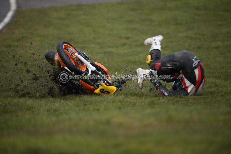 IMAGE: http://www.davidstallardphotography.com/Petrol-Head/Motorcycles/Thundersport-Brands-Hatch-06/i-C7Bd3xB/0/L/TS%20BH%2006-03-15%20%200842-L.jpg