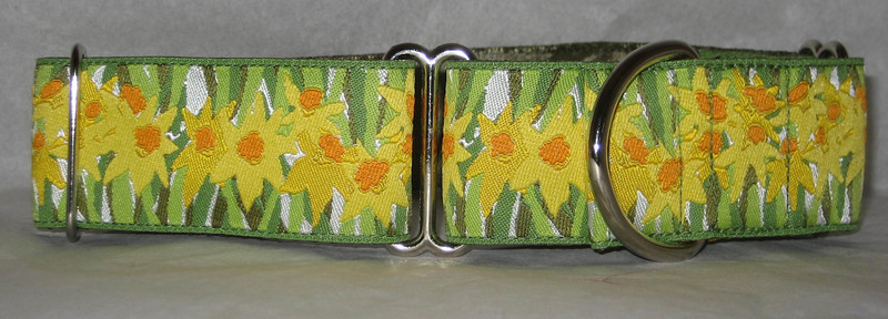 "Daffodils, 1 1/2"" wide martingale"