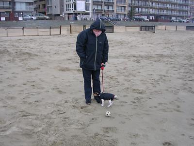 Een strandwandeling met Jefke.