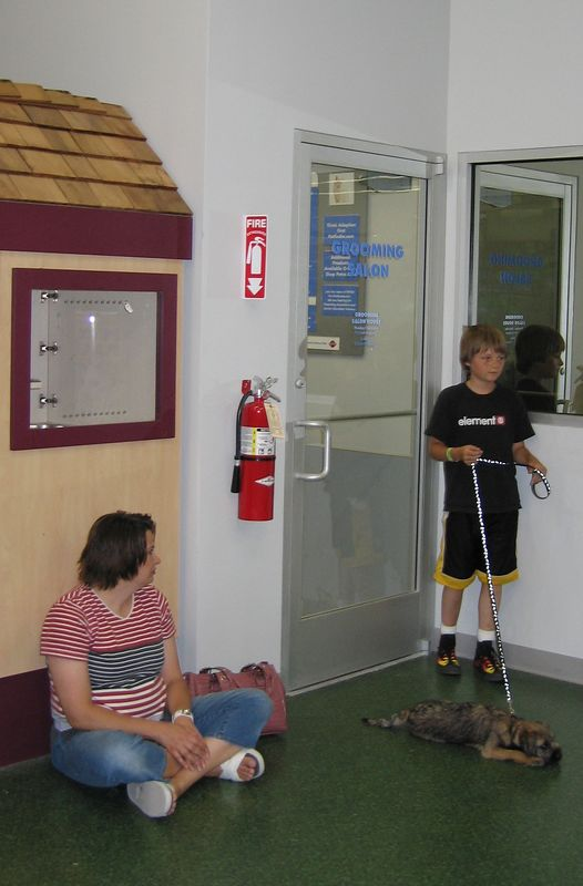 May 24, 2005 - Puppy school session #5 - Cosmo and his trainers
