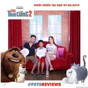 PETS-Reviews-Dang-cap-Thu-cung-Phan-2-instant-print-photo-booth-in-hinh-lay-lien-Su-kien-ra-mat-phim-CGV-VivoCity-WefieBox-Photobooth-Vietnam-770