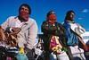 Pèlerins en route vers la terre sacrée du peyotl. Indiens Huichols/Mexique