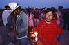 Déambulations de pèlerins autour d'un feu sous les effets de leur consommation de peyotl. Indiens Huichols/Mexique