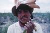 Portrait d'un pèlerin sur la terre de récolte du peyotl. Indiens Huichols/Mexique
