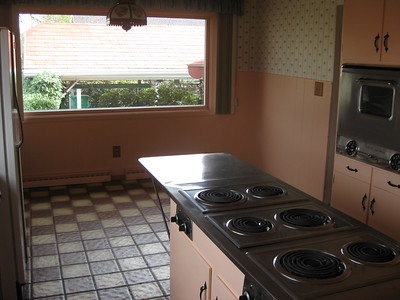Looking out to the back --- check out the island stove!