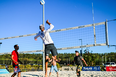 Daniel sets Phil Dalhausser