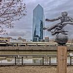 """Cira Centre, Schuylkill River, """"Air"""" Sculpture"""