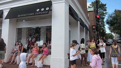 Long lines at Georgetown Cupcake.