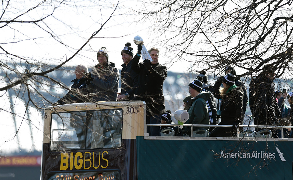 . Philadelphia Eagles NFL football head coach Doug Pederson holds up the Vince Lombardi trophy during the Super Bowl LII victory parade, Thursday, Feb 8, 2018, in Philadelphia. From left are Eagles owner Jeffrey Lurie, quarterbacks Nick Foles and Carson Wentz and coach Pederson. (AP Photo/Michael Perez)
