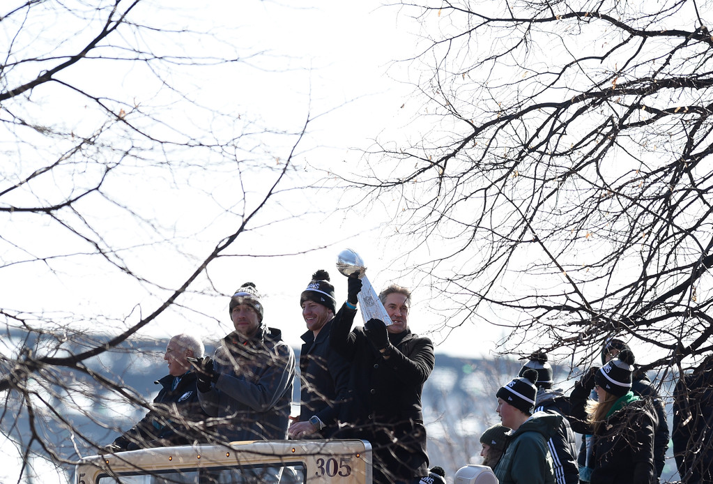 . Philadelphia Eagles head coach holds up the Vince Lombardi Trophy with quarterbacks Carson Wentz and Nick Foles during the Super Bowl LII victory parade, Thursday, Feb 8, 2018, in Philadelphia. (AP Photo/Michael Perez)