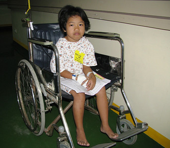 A three year old girl ready to have her hernia fixed.