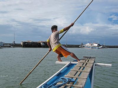 Talibon09 touring boat poler2•