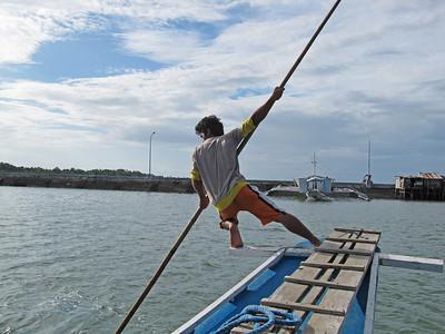 Talibon09 touring boat poler3•