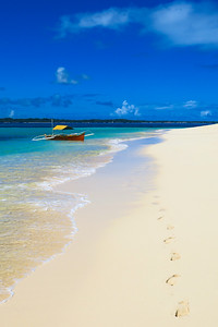 Boat on the white sand beach - Daku Island, Siargao