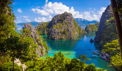 Coron, Palawan - Limestone cliffs and lagoon