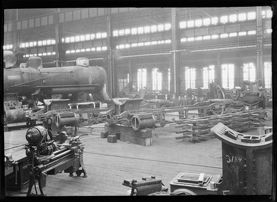 2018.18.FN.023--philip weibler collection 5x7 sheet film neg--CRI&P--company shops interior--Silvis IL--c1910 0000