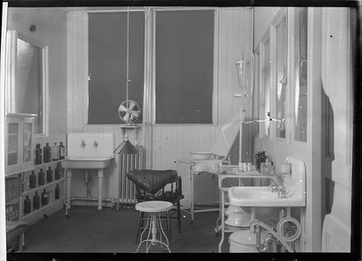 2018.18.FN.027--philip weibler collection 5x7 sheet film neg--CRI&P--company shops infirmary--Silvis IL--c1910 0000
